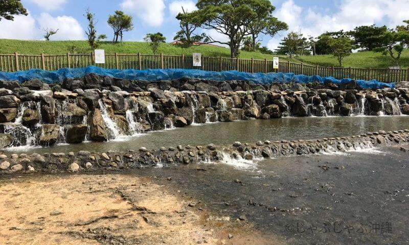 倉敷ダムの小さな滝